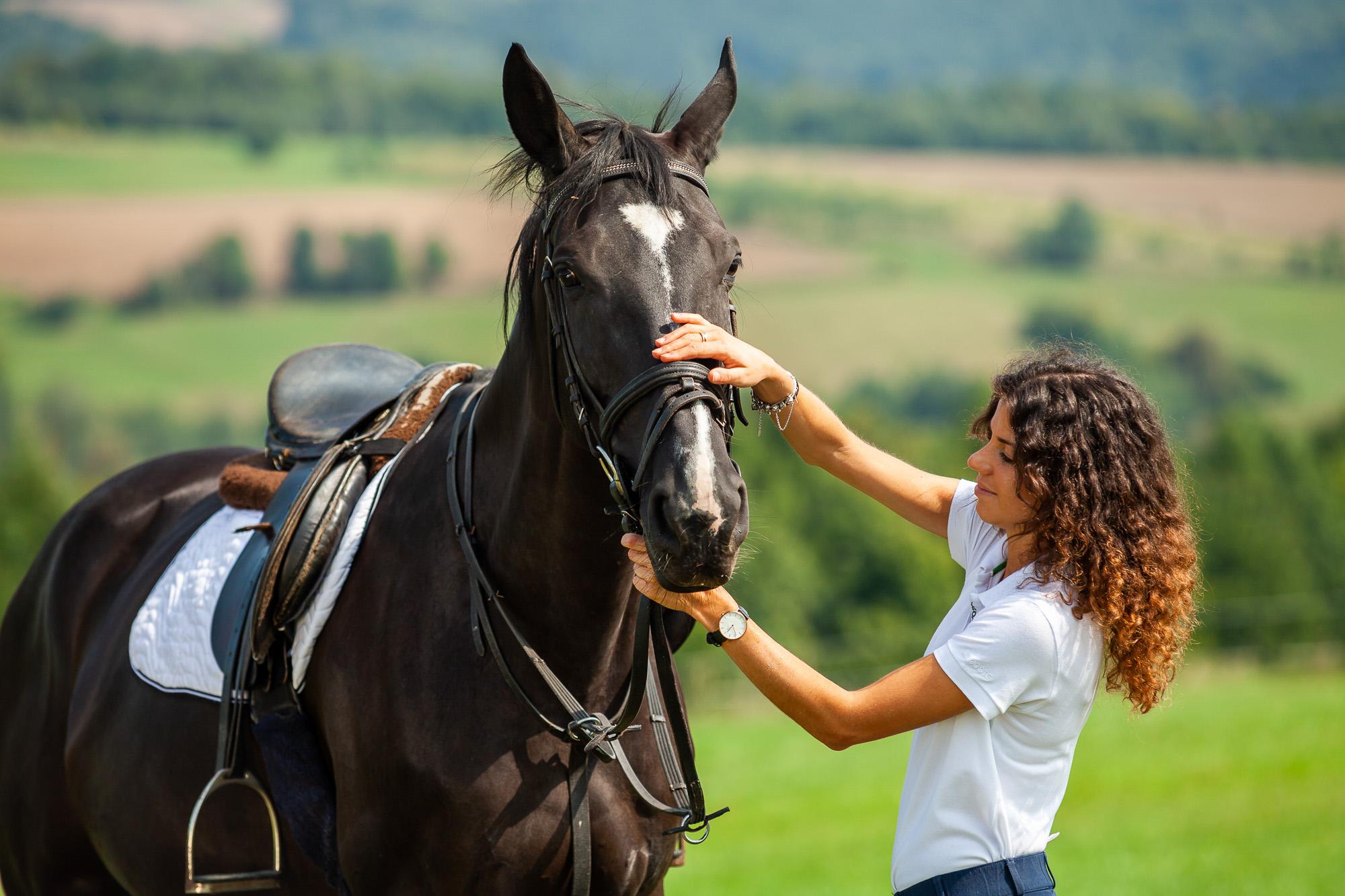 Turystyka konna jest coraz popularniejsza wśród miłośników aktywnego wypoczynku na Podkarpaciu