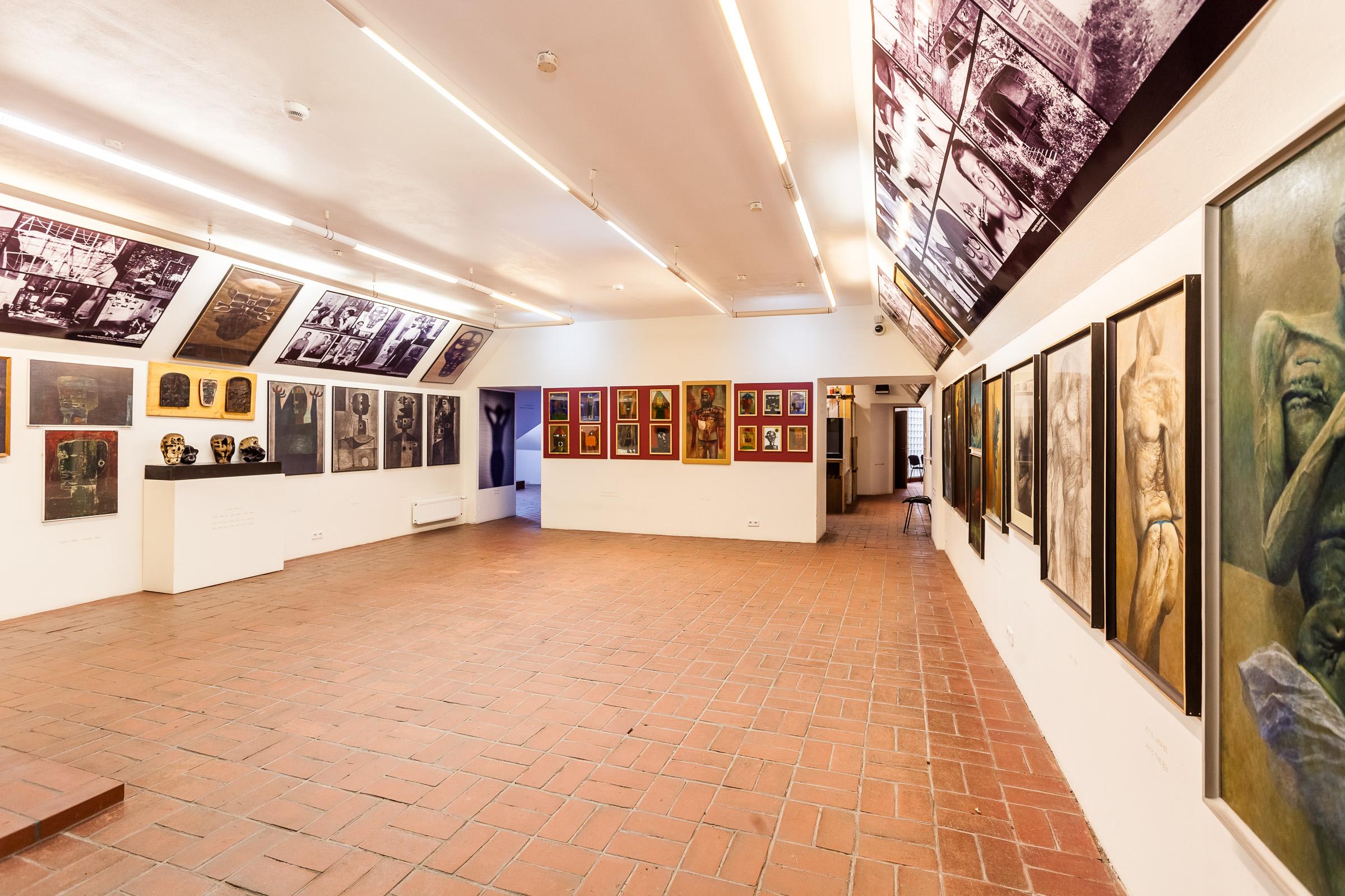 Muzeum Historyczne w Sanoku. Wystawa prac malarskich. Autor Zdzislaw Beksinski. Fot. Michal Bosek