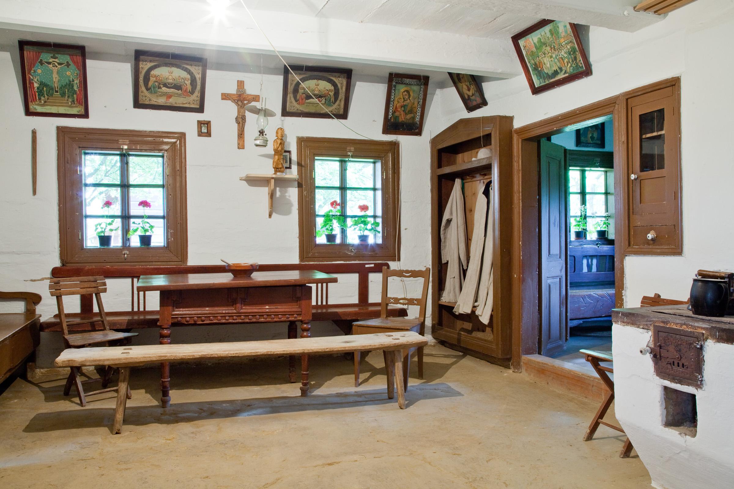 Skansen w Markowej. Wnętrze chaty