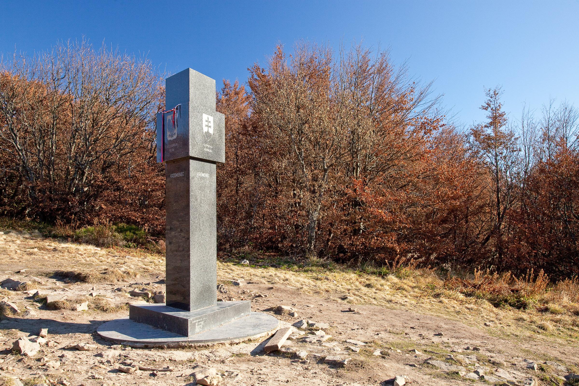 Kremenaros. Obelisk wyznaczający trójstyk granic