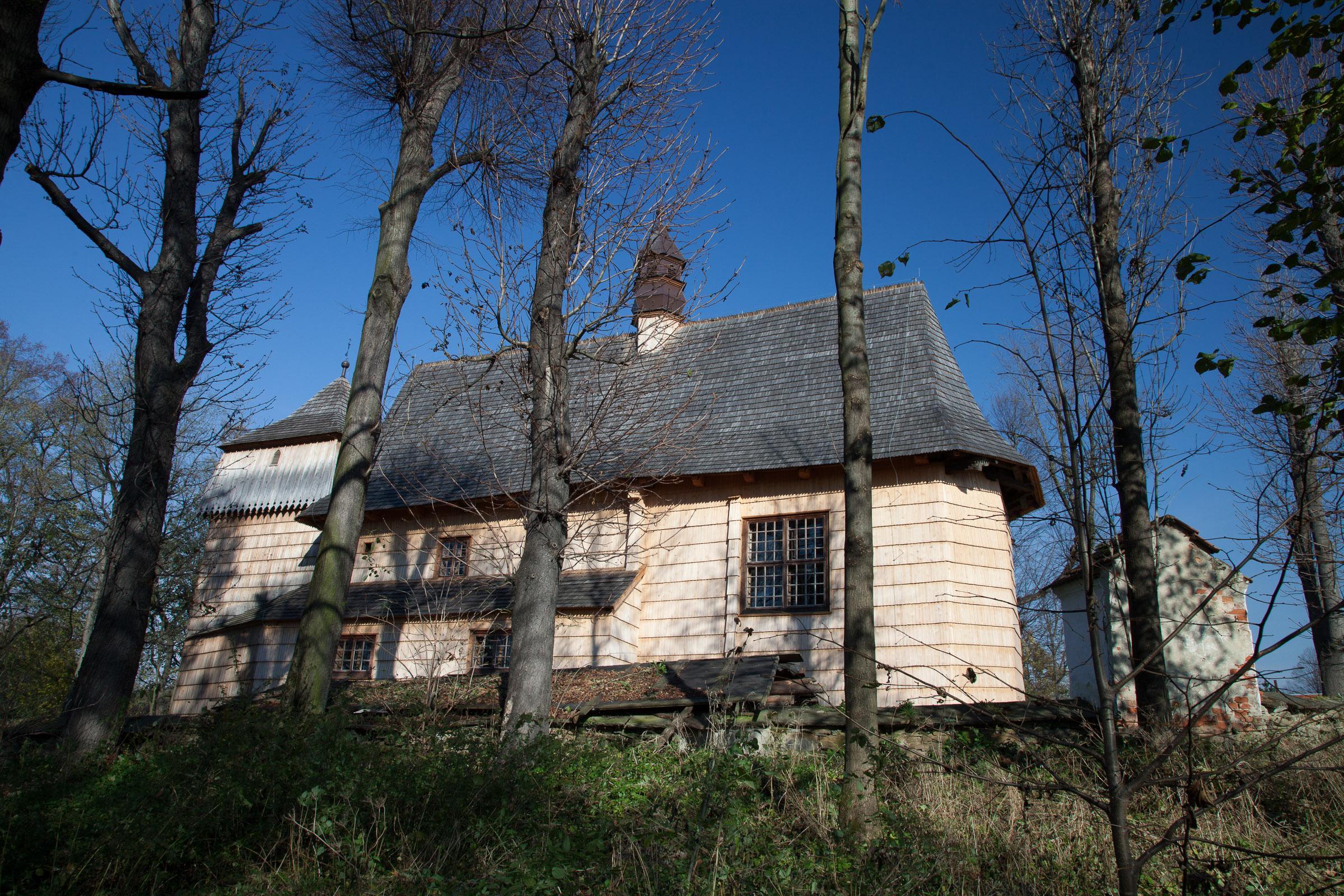 Osiek Jasielski - drewniany kościół Przemienienia Pańskiego wzniesiony około 1419 r. Fot. Krzysztof Zajączkowski