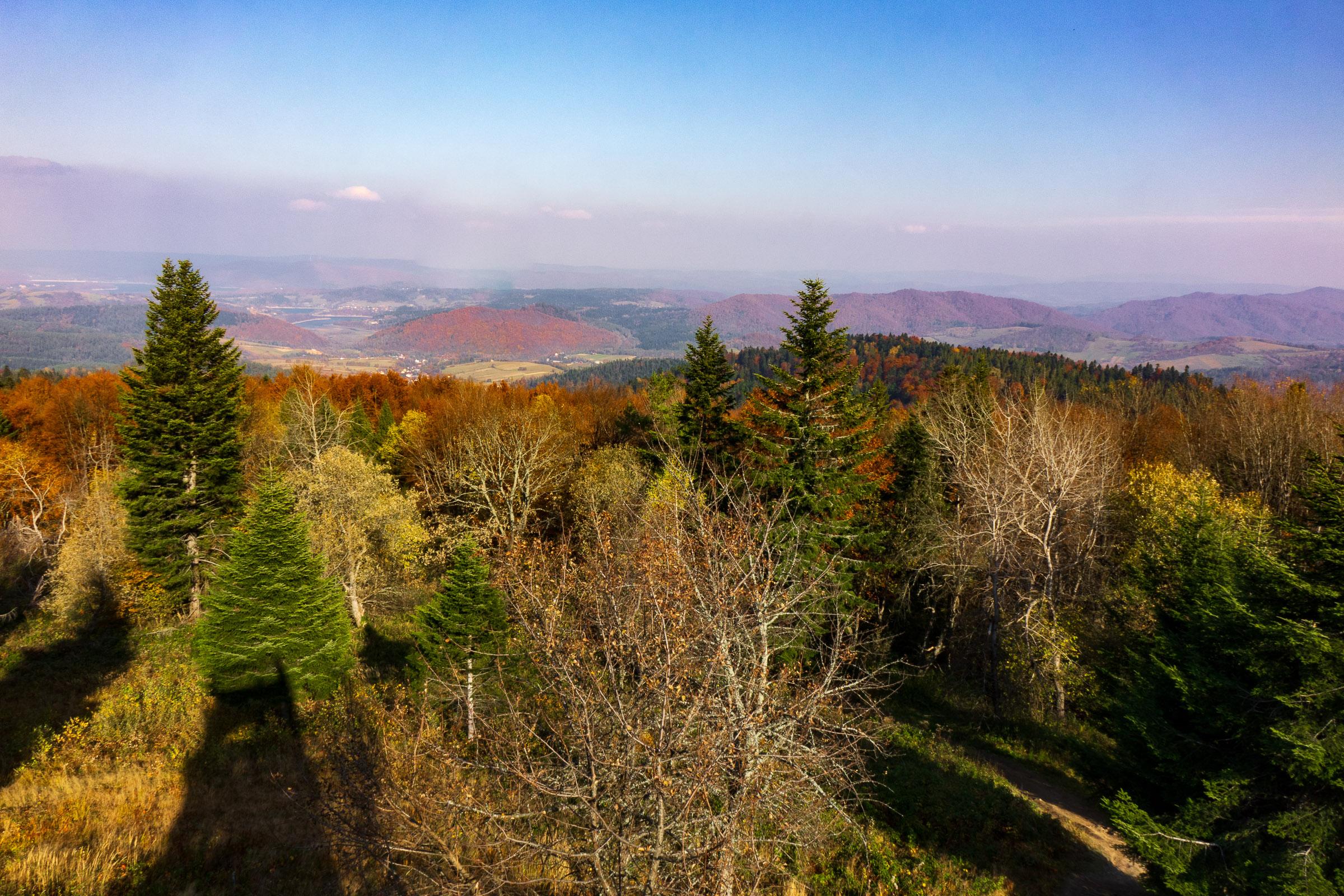 Panorama z wieży widokowej na Korbani