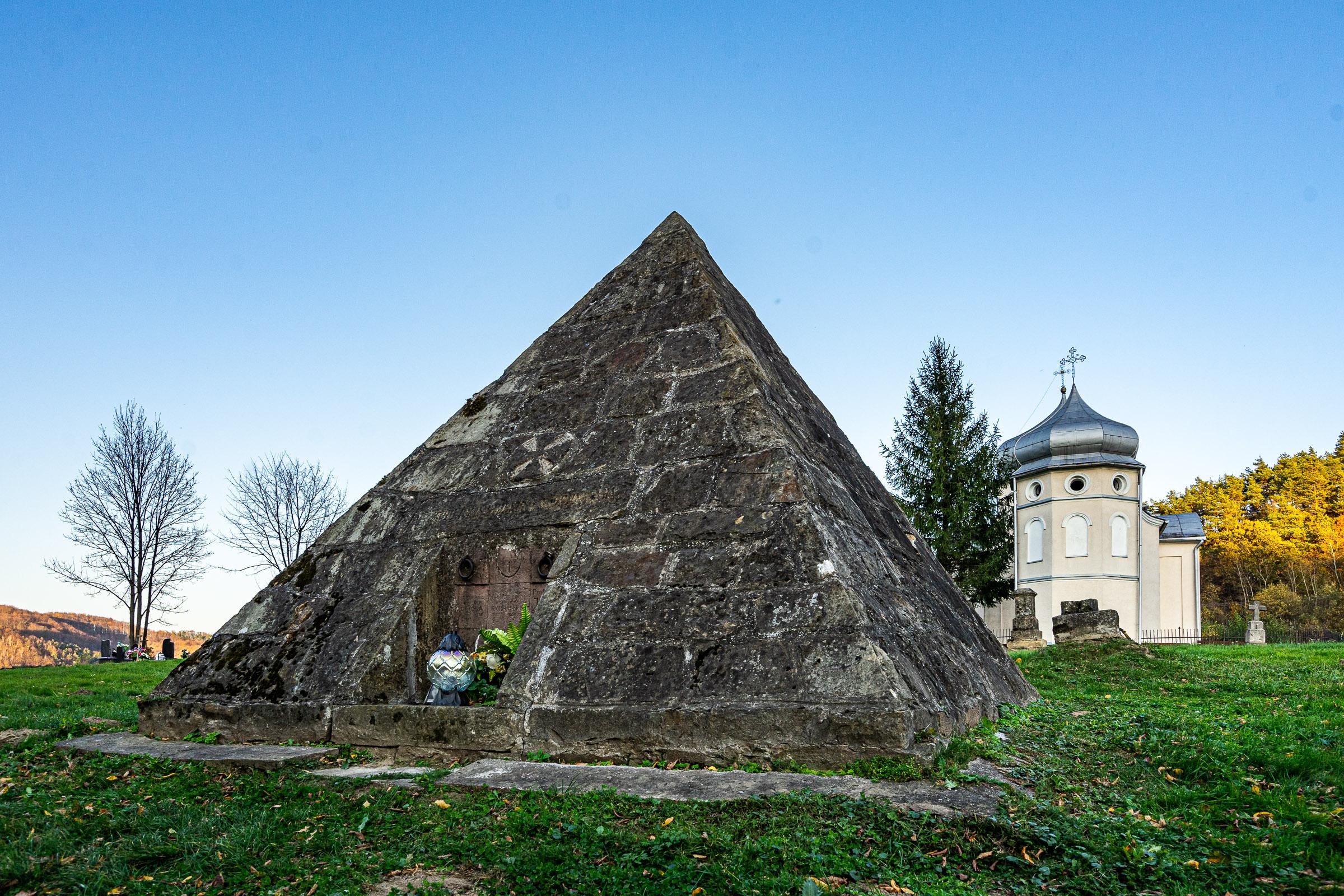 Piramida w Międzybrodziu