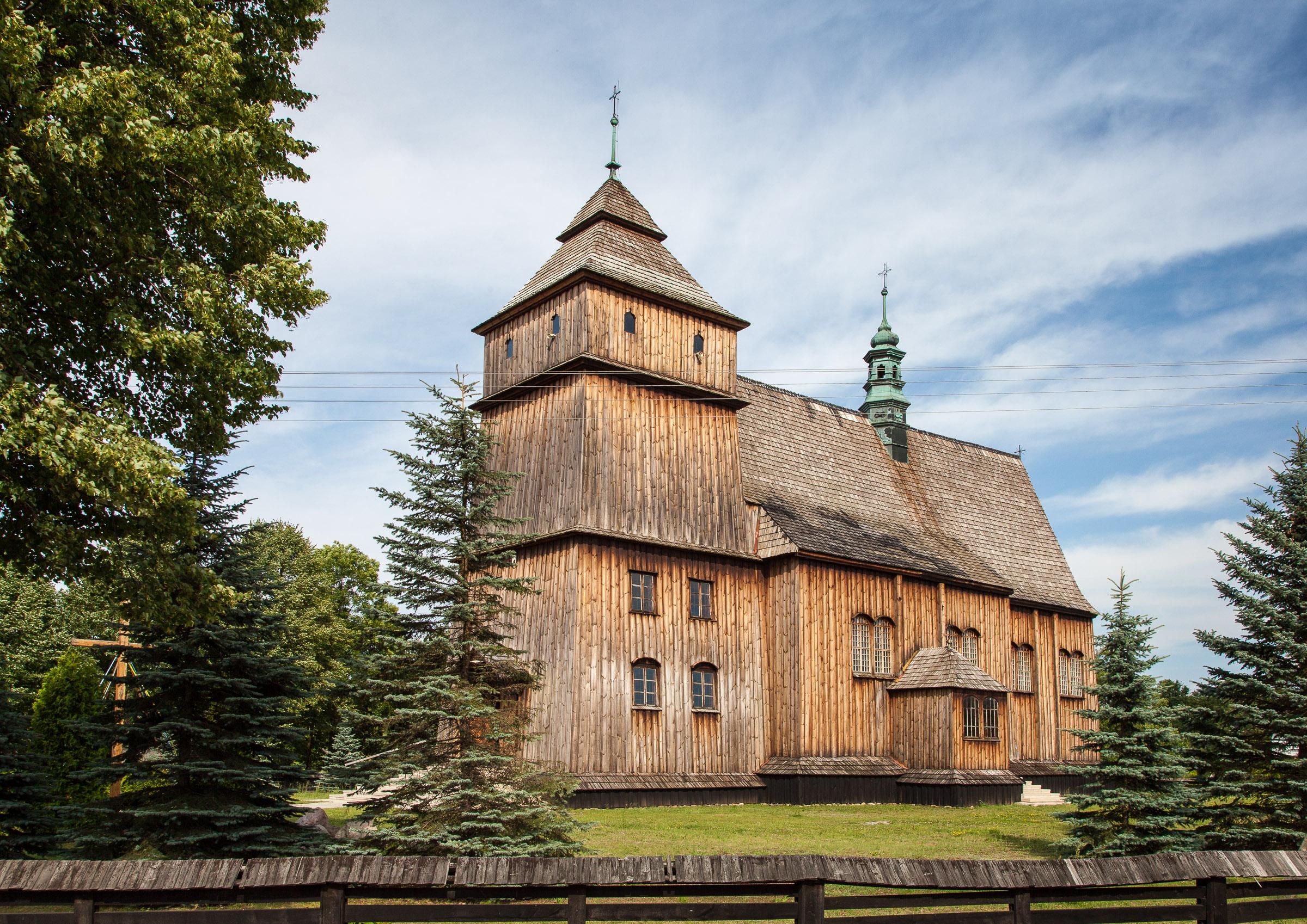 Poręby Dymarskie. Drewniany kościół rzymskokatolicki św. Stanisława i św. Wojciecha z 1660 r. fot. Krzysztof Zajączkowski