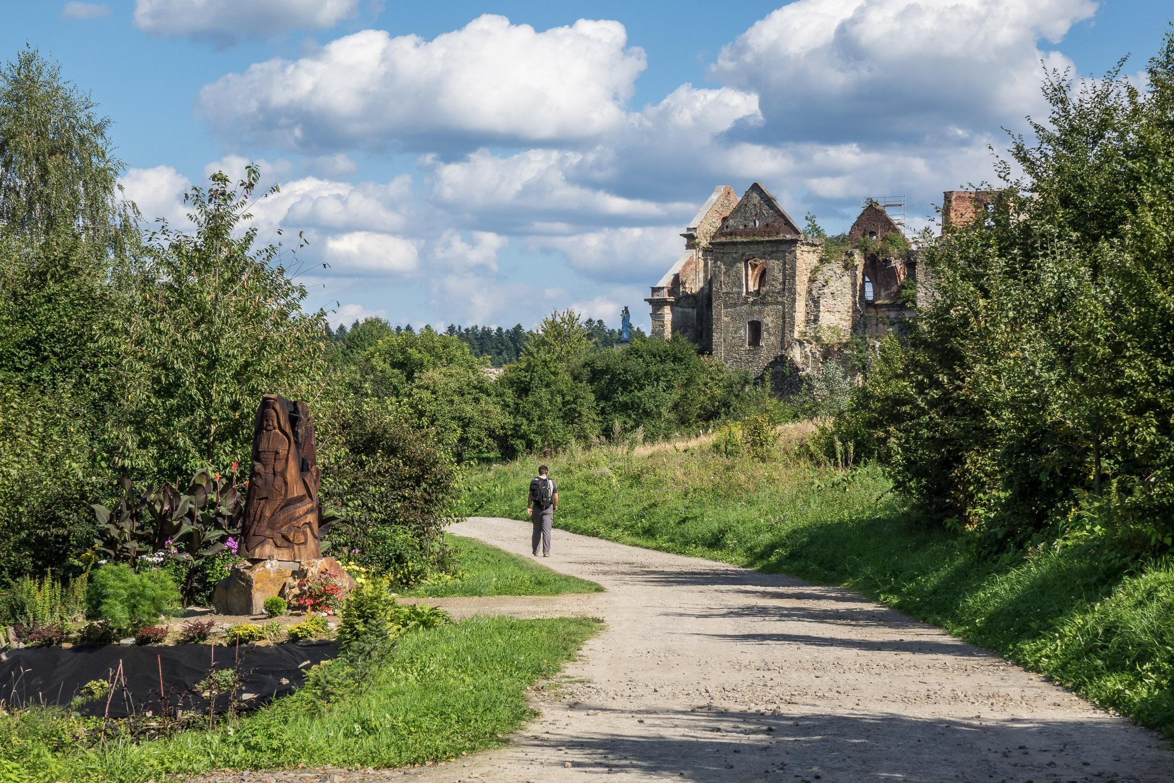 Ruiny Klasztoru w Zagórzu. Na wieży znajduje się punkt widokowy z którego można podziwiać okolicę.