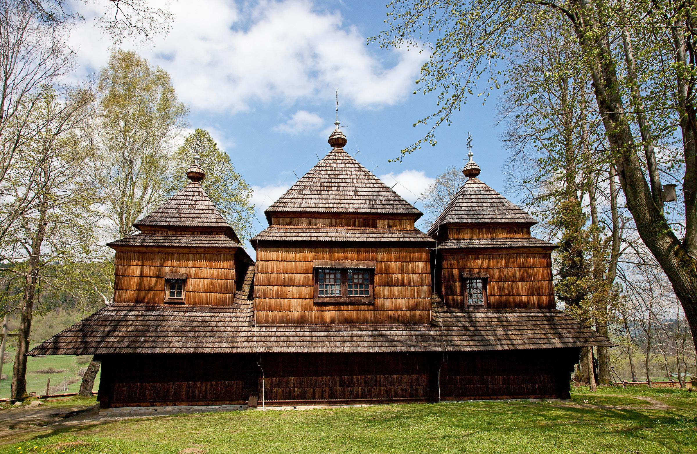 Drewniana cerkiew greckokatolicka pw. św. Michała Archanioła w Smolniku. fot. Krzysztof Zajączkowski