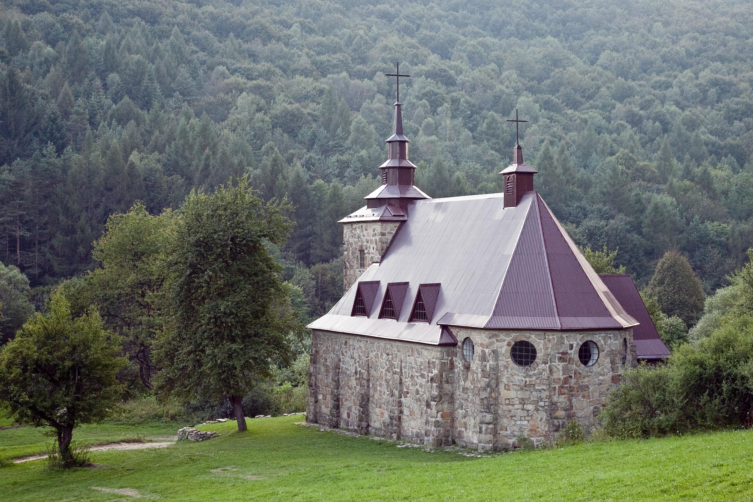 Kościół w Hucie Polańskiej, odbudowany w 50. rocznicę zniszczenia
